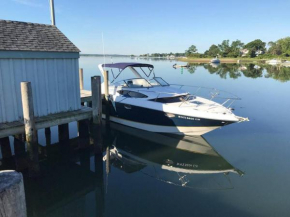 Ultimate Hamptons Day Tour by Luxury Boat with Knowledgeable Captain